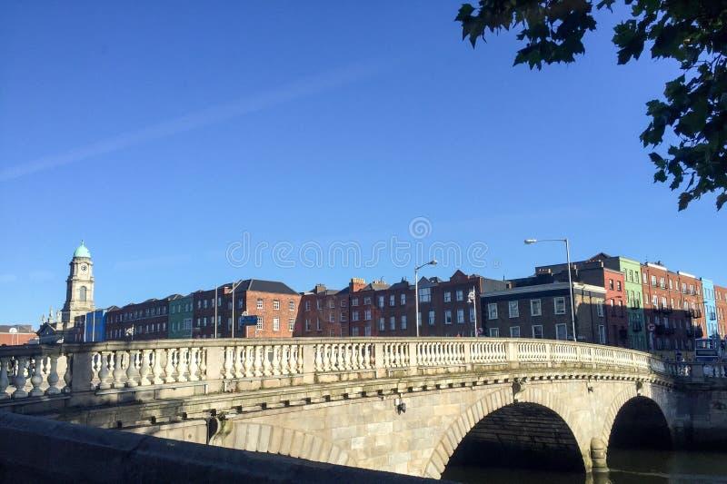 De brug van Dublin tijdens de zomer royalty-vrije stock foto's