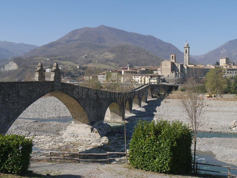 De brug van de duivel in Bobbio stock afbeelding