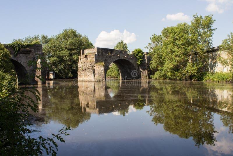 De brug van Gemiddelde stock afbeeldingen