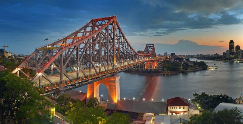 De brug van HDR Brisbane bij schemer royalty-vrije stock fotografie