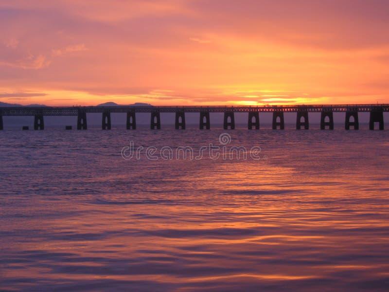 De brug van het Spoor van Tay bij schemer royalty-vrije stock fotografie
