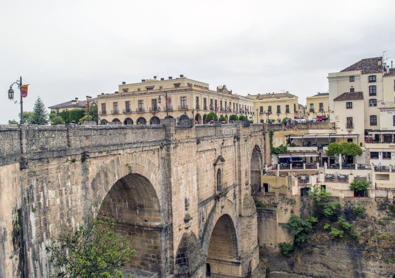 De brug van het stadsrondo stock afbeeldingen