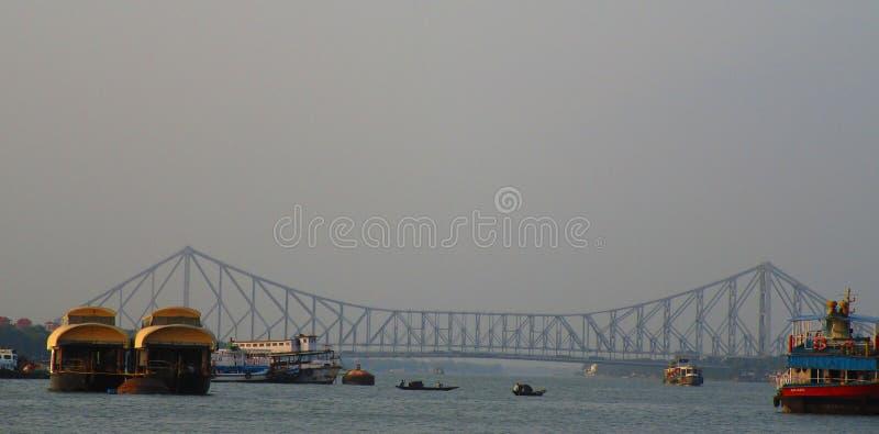 De Brug van Howrah in Kolkata stock foto's