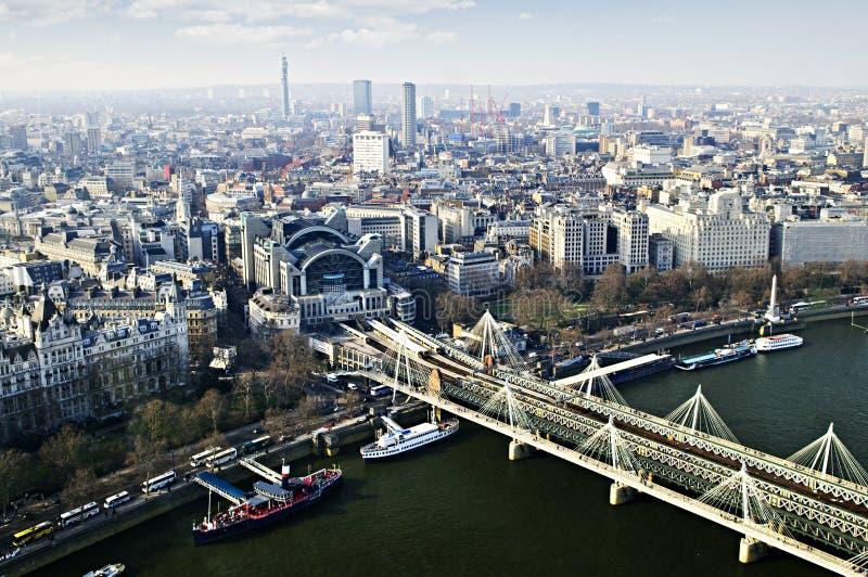 De Brug van Hungerford die van het Oog van Londen wordt gezien royalty-vrije stock foto's
