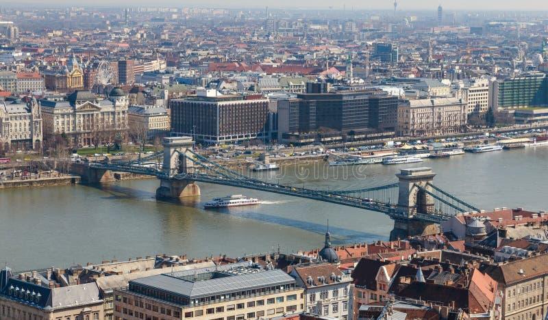 De Brug van de ketting is het wezenlijke symbool aan Boedapest, één van de mooiste Europese stad stock afbeeldingen