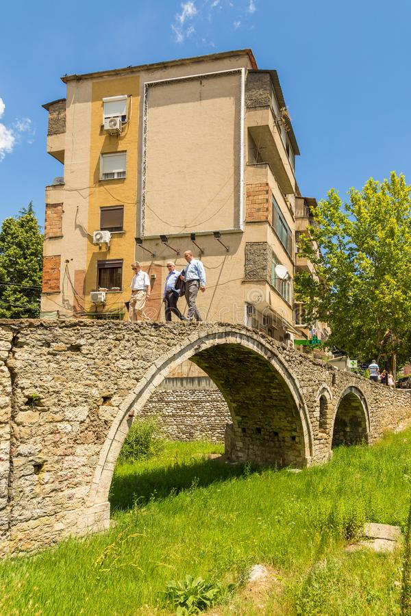De brug van de Looiers, of Tabak-brug, een de boogbrug van de ottomanesteen in Tirana, Albanië stock foto