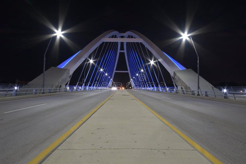 De Brug van de Lowryweg bij nacht royalty-vrije stock foto