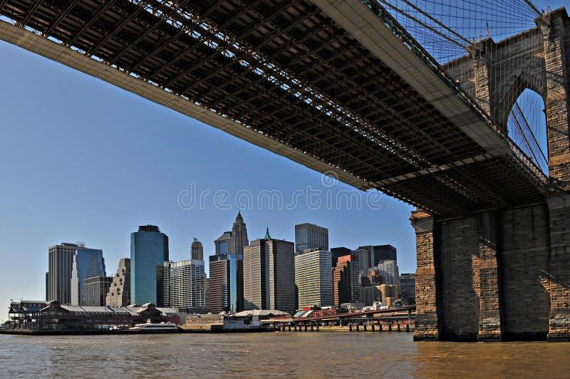 De Brug van New York Brooklyn met Manhattan als backgro royalty-vrije stock foto