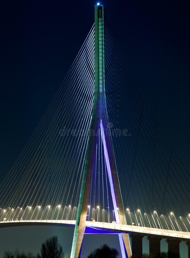 De brug van Normandië bij nacht stock fotografie