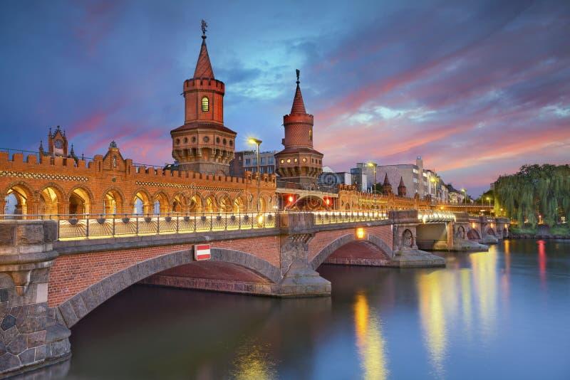 De brug van Oberbaum, Berlijn stock fotografie