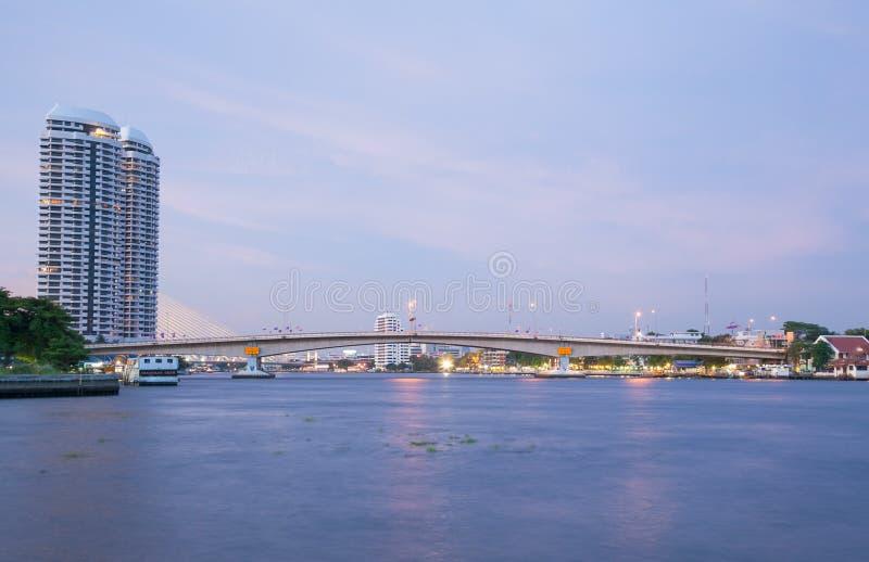 De brug van Phrapinklao stock foto's