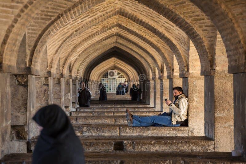 De brug van Pool Khaju, over de Zayandeh-Rivier, in Isphahan, Iran stock afbeeldingen