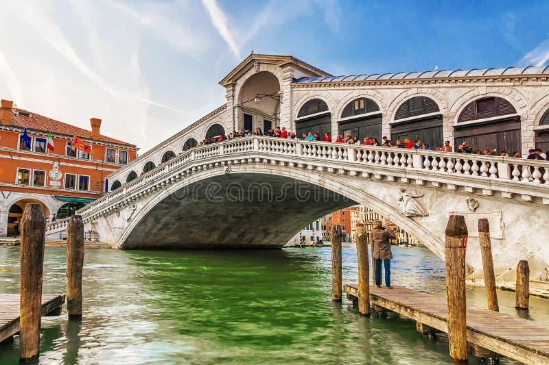De brug van Rialto in Venetië, Italië royalty-vrije stock afbeeldingen