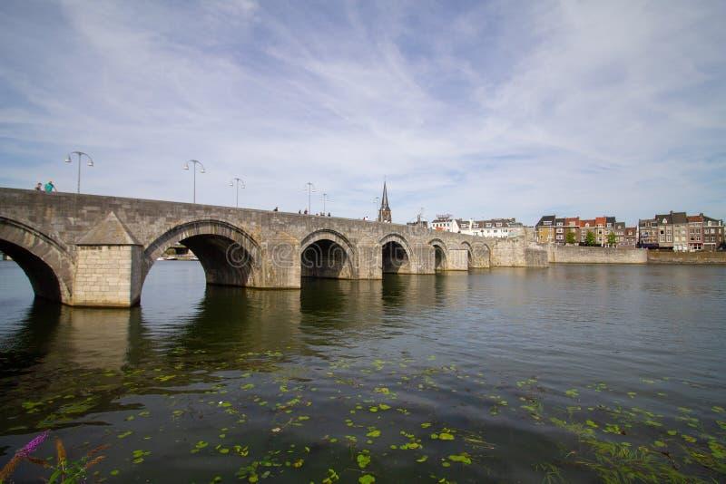 De brug van Sintservaas in Maastricht over Maas royalty-vrije stock afbeeldingen