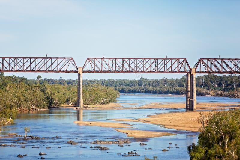 De Brug van de staalspoorweg over Australische Rivier royalty-vrije stock afbeelding