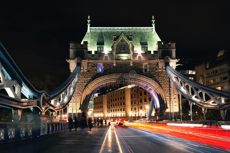 De Brug van de Toren van Londen bij nacht royalty-vrije stock afbeelding
