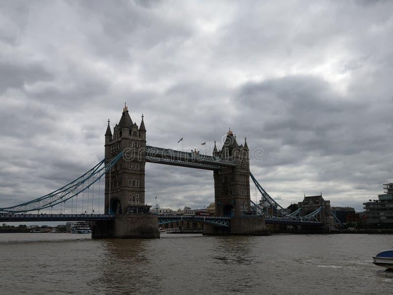 De brug van de toren in Londen engeland stock fotografie