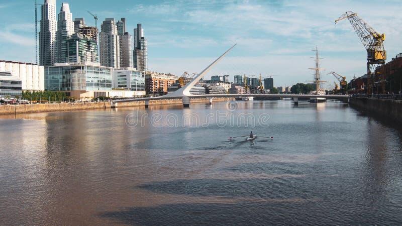 De brug van de vrouw in Buenos aires, Argentinië stock afbeelding