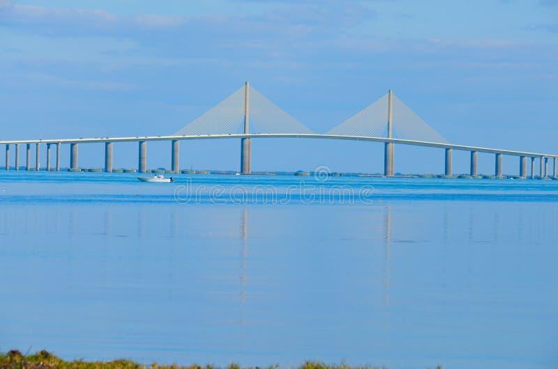 De Brug van zonneschijnskyway over Tampa Bay Florida stock afbeelding