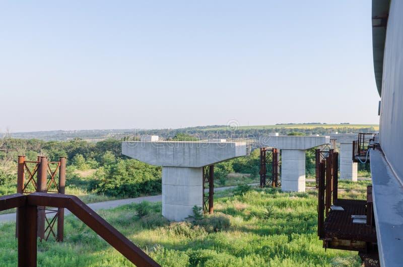 De brugbouw stock afbeeldingen