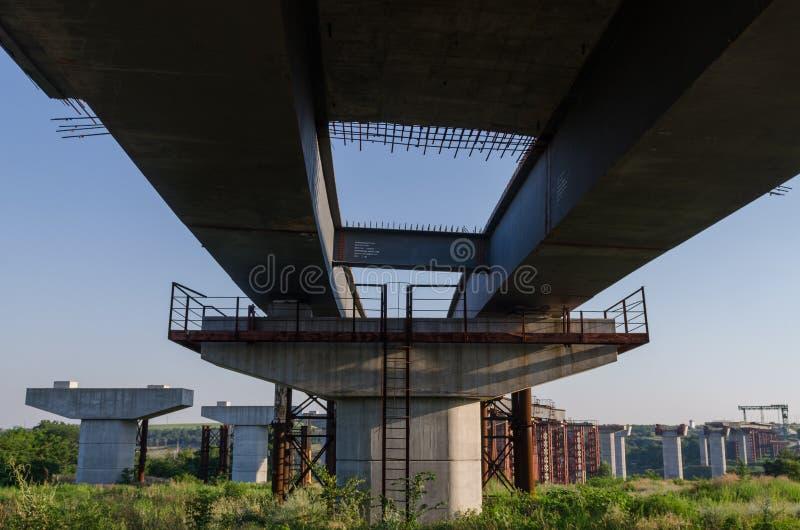 De brugbouw royalty-vrije stock afbeelding