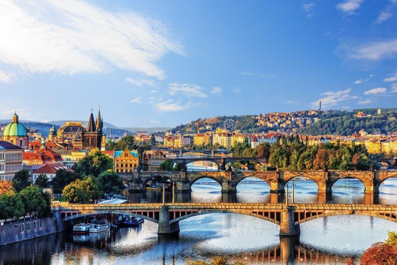 De Bruggen van Praag over de rivier Vltava, Tsjechische Republiek royalty-vrije stock afbeeldingen