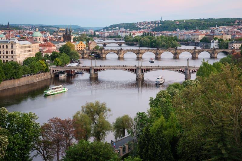 De Bruggen van Praag over Vltava-Rivier, Tsjechische Republiek royalty-vrije stock foto