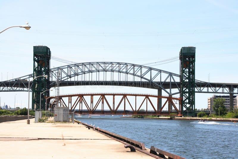 De bruggen van Skyway en van de Lift, het Kanaal van Burlington. royalty-vrije stock foto's