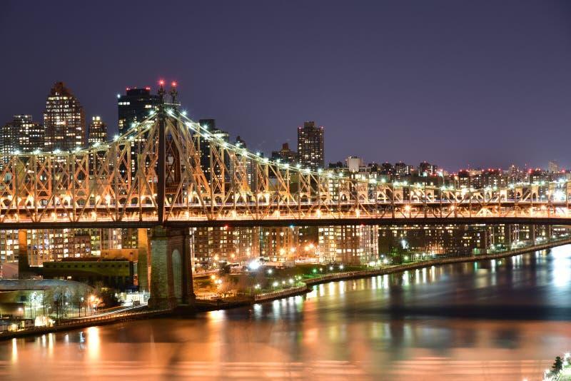 De Brugmening van ED Koch Queensboro bij nacht van Long Island-Stad t stock afbeelding
