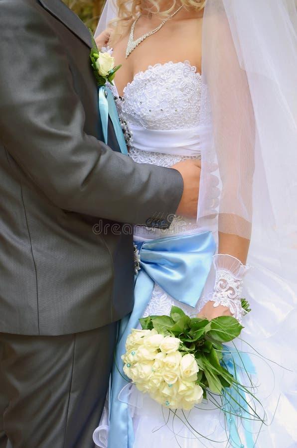 De bruid is bruidegom en huwelijksboeket royalty-vrije stock foto's