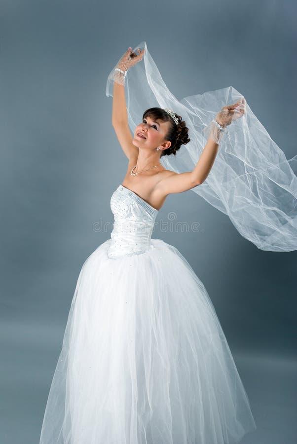 De bruid kleedde zich in kleding van het elegantie de witte huwelijk royalty-vrije stock foto's