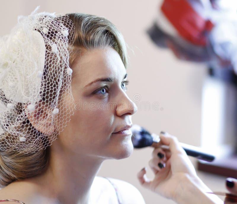 De bruid maakt omhoog stock foto's