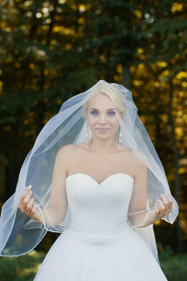 De bruid met een bos van close-up royalty-vrije stock afbeeldingen