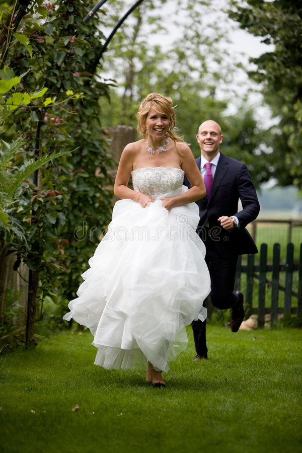 De bruid van de looppas weg stock afbeelding