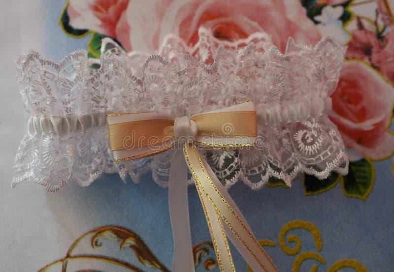 De bruid van de kantkouseband stock foto