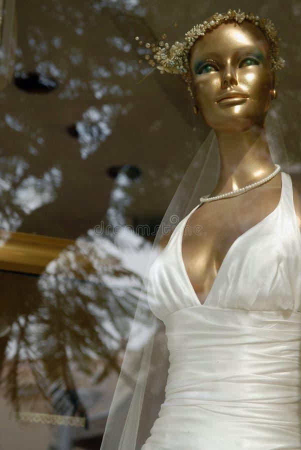 Download De Bruid Van De Ledenpopvrouw In Een Huwelijkskleding Stock Foto - Afbeelding bestaande uit depicting, proef: 107702250