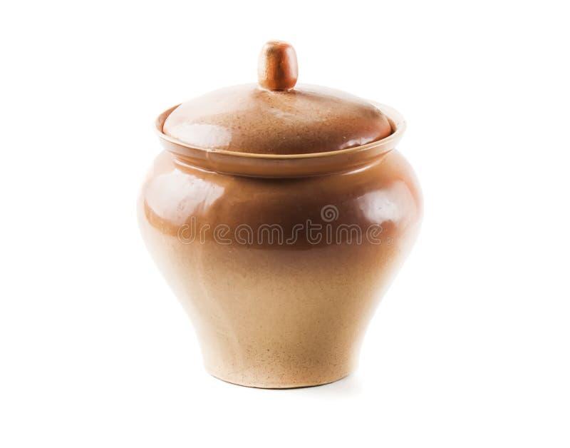 De bruine kruik van de keukenpot op een witte achtergrond isoleer stock afbeelding
