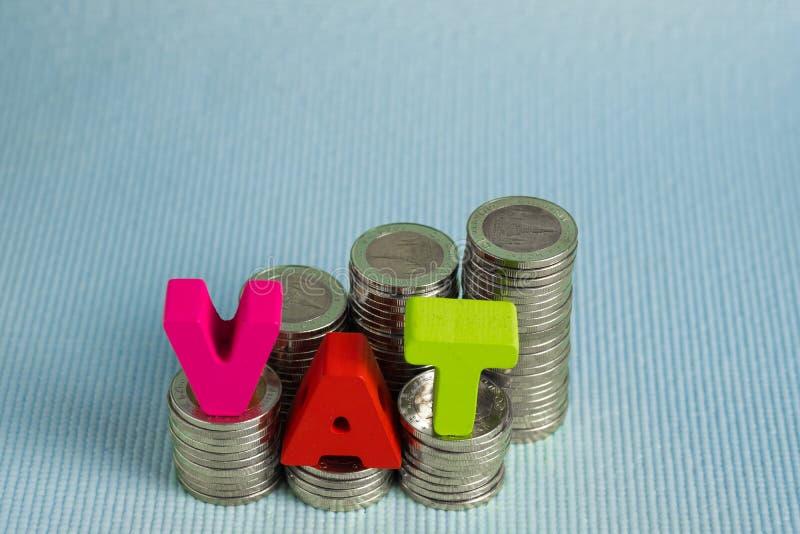 De BTW Belastings op de toegevoegde waardeconcept Word de BTW alfabet van hout wordt gemaakt dat stock afbeeldingen