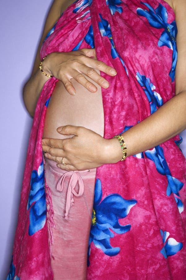 De buik van de zwangere vrouw. stock foto's