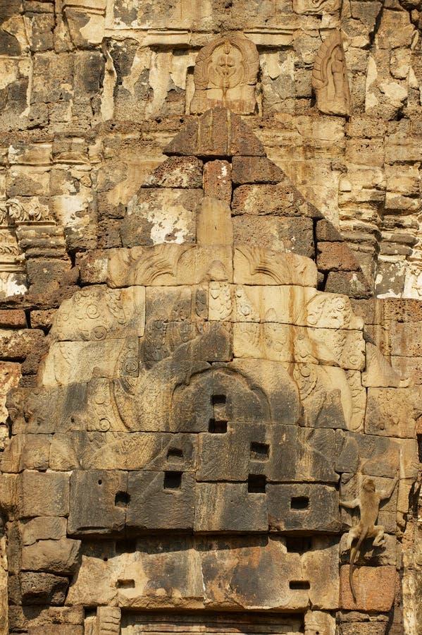 De buitendecoratie van Prang Sam Yot, oorspronkelijk een Hindoes heiligdom, zette in Boeddhistische in Lopburi, Thailand om royalty-vrije stock fotografie