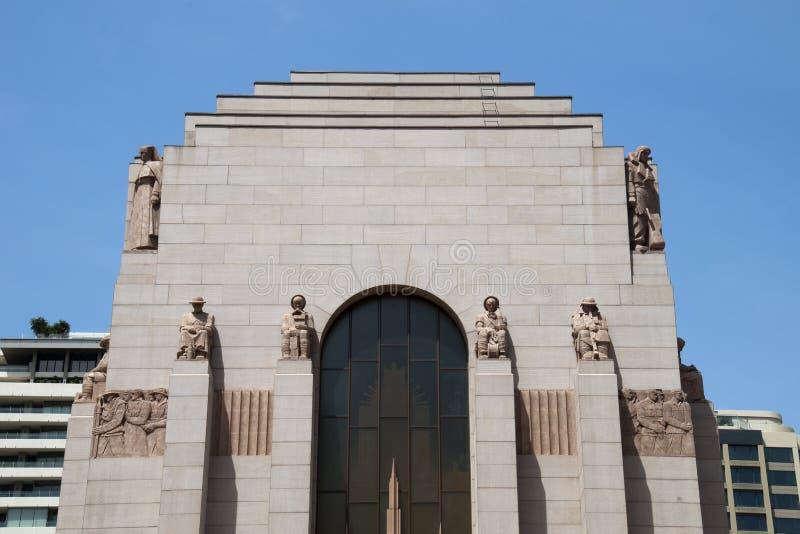 De buitenkant van ANZAC Memorial versierde met graniethulp en beeldhouwwerken van de dienstpersoneel door Rayner royalty-vrije stock afbeeldingen
