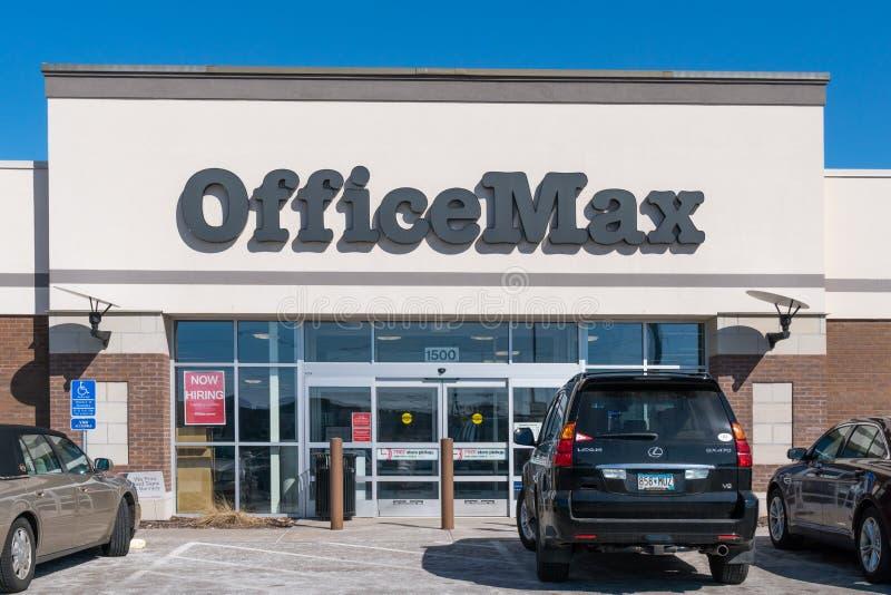 De Buitenkant van de OfficeMaxdetailhandel en Handelsmerkembleem royalty-vrije stock afbeeldingen