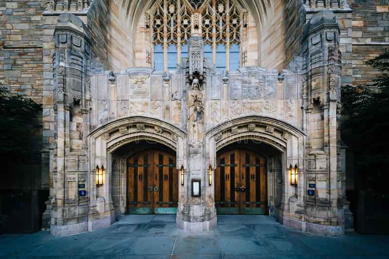 De buitenkant van Sterling Memorial Library, in Yale Universit stock foto
