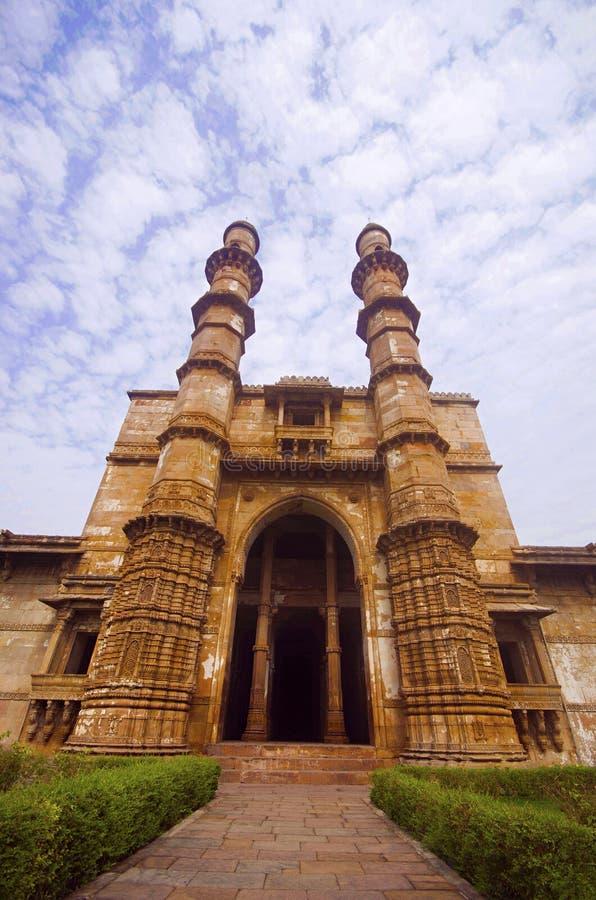 De buitenmening van Jami Masjid Mosque, Unesco beschermde het Archeologische Park van Champaner - van Pavagadh, Gujarat, India stock fotografie