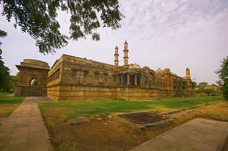De buitenmening van Jami Masjid Mosque, Unesco beschermde het Archeologische Park van Champaner - van Pavagadh, Gujarat, India Da stock foto