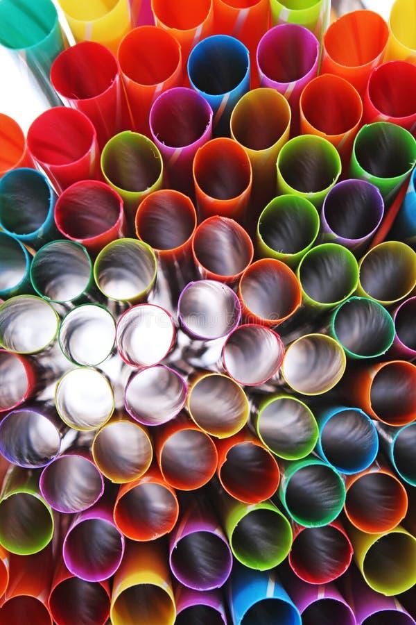 De buitensporige achtergrond van de strokunst Abstract behang van gekleurd buitensporig stro De regenboog kleurde kleurrijke patr royalty-vrije stock afbeelding
