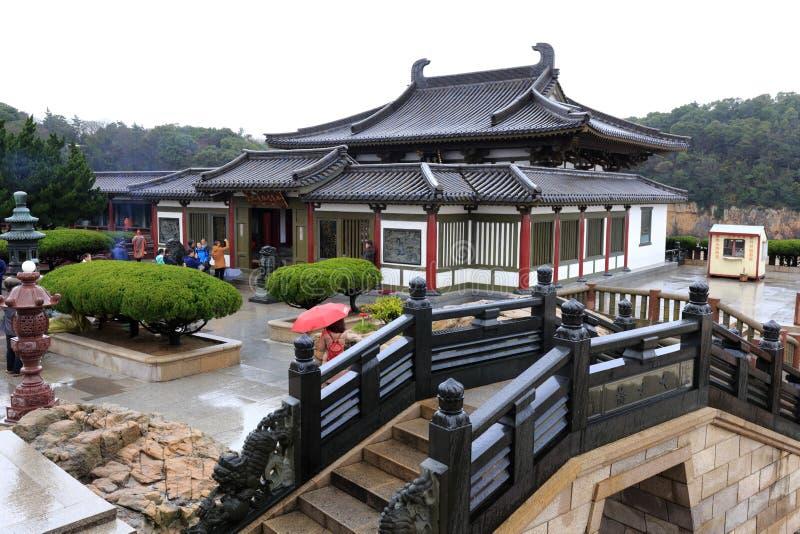 De Bukenqu guanyin tempel en de steenboog overbruggen in Putuoshan-Eiland Toneelgebied, rgb adobe royalty-vrije stock foto