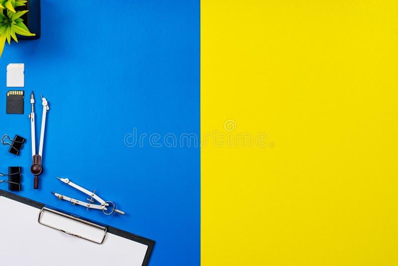 De bureaulijst van het bureau van Bedrijfs werkplaats en bedrijfsvoorwerpen royalty-vrije stock fotografie