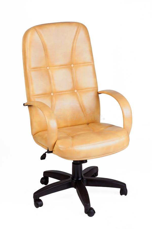 De bureaustoel van geel leer Geïsoleerde stock afbeeldingen