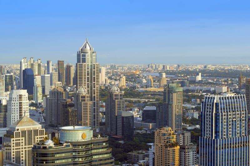 De bureaux d'immeuble le centre ville dedans de Bangkok, Thaïlande photographie stock